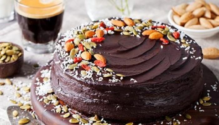 Τούρτα σοκολατίνα με ξηρούς καρπούς