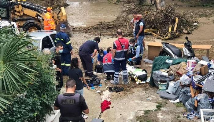 Νεκρός ο οδηγός αυτοκινήτου που παρασύρθηκε από ρέμα στη Θεσσαλονίκη (βίντεο)