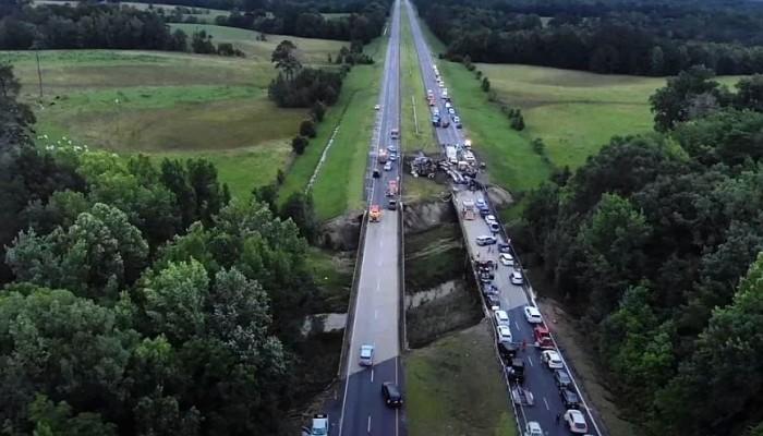 ΗΠΑ: Τραγωδία με 10 νεκρούς, ανάμεσά τους 9 παιδιά σε καραμπόλα 15 αυτοκινήτων