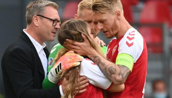 Έρικσεν: Ξέσπασε σε κλάματα η γυναίκα του που ήταν στο γήπεδο, μπήκε μέσα στο γήπεδο