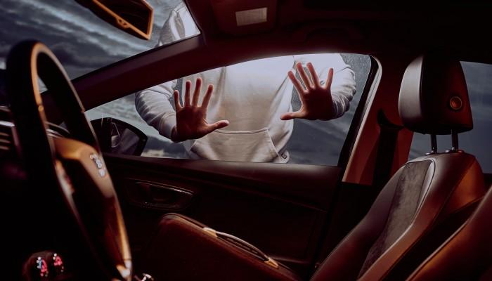 Σθεναρή αντίσταση προέβαλαν κλέφτες που είχαν διαρρήξει απανωτά ΙΧ αυτοκίνητα στα Χανιά