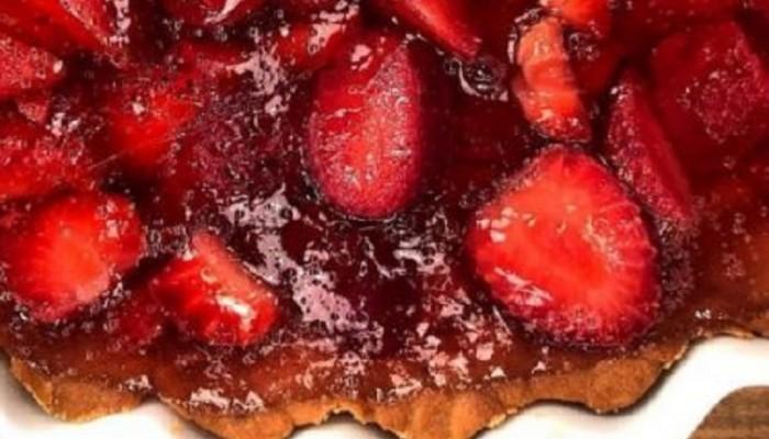 Δροσερή τάρτα με φράουλες και κρέμα