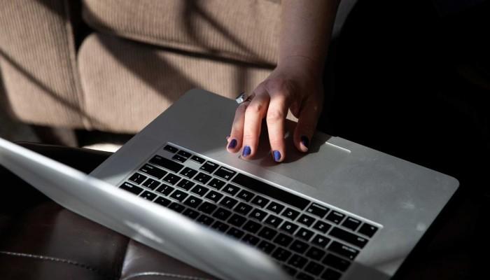Voucher 200 ευρώ για laptop και tablet: Διευρύνονται οι δικαιούχοι