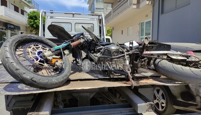 Τροχαίο ατύχημα στα Χανιά - Μηχανή συγκρούστηκε με αυτοκίνητο