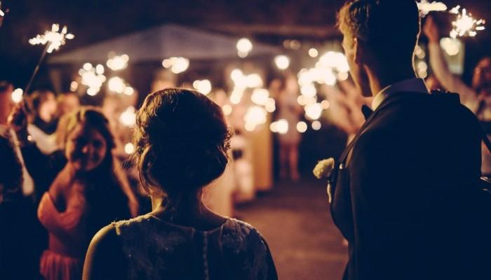 Χαλάρωση μέτρων: Γάμοι με 300 άτομα και μουσική αλλά χωρίς χορό