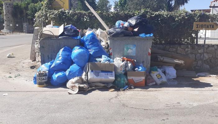 Συνεχίζονται οι ...στοίβες σκουπίδια στον Αποκόρωνα