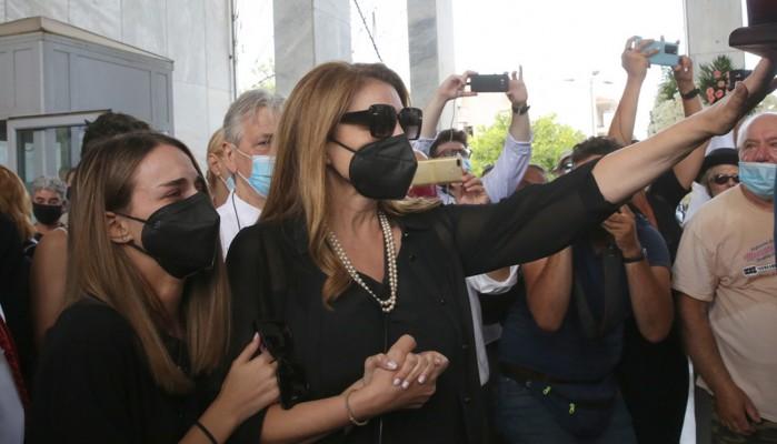 Τόλης Βοσκόπουλος: Σπαρακτικό το αντίο της Άντζελας Γκερέκου με έναν στίχο