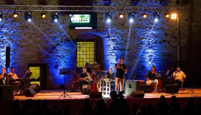 Παύλος Μελής Καλιτσουνάκης: Συναυλία στη Φορτέτζα Ρεθύμνου με κοινωνικά μηνύματα (φωτο)