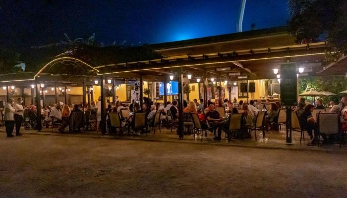Ο Δρόμος Ιστορικών Καφέ συνάντησε τον Δρόμο του Κρασιού στα Χανιά