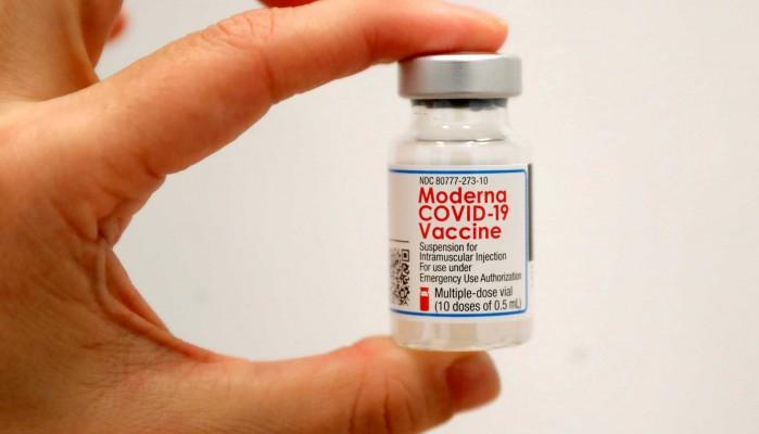 Κορονοϊός: Ο ΕΜΑ ενέκρινε τη χρήση του εμβολίου της Moderna για εφήβους