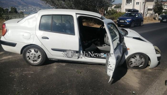 Τροχαίο ατύχημα στο Ακρωτήρι - Ανατράπηκε αυτοκίνητο (φωτο)