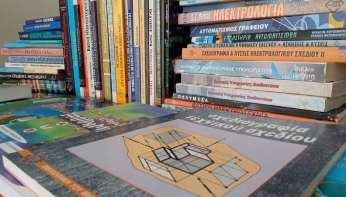 Η Σύμπραξη Χανίων πρόσφερε βιβλία για τη βιβλιοθήκη των φυλακών Αγιάς