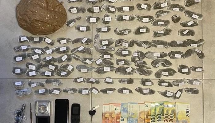Σε πέτρινο τοίχο έκρυβε ναρκωτικά 45χρονος – μέλος μεγάλου κυκλώματος στην Μύκονο