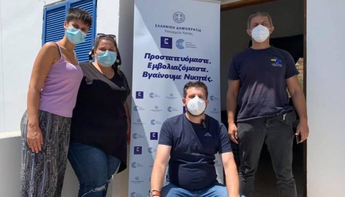 Εν μέσω καύσωνα συνεχίζονται οι εμβολιασμοί από κινητές μονάδες στα Χανιά