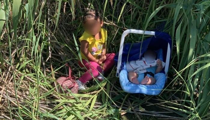 Τα δύο εγκαταλελειμμένα μικρά παιδιά και η φωτογραφία που ραγίζει καρδιές