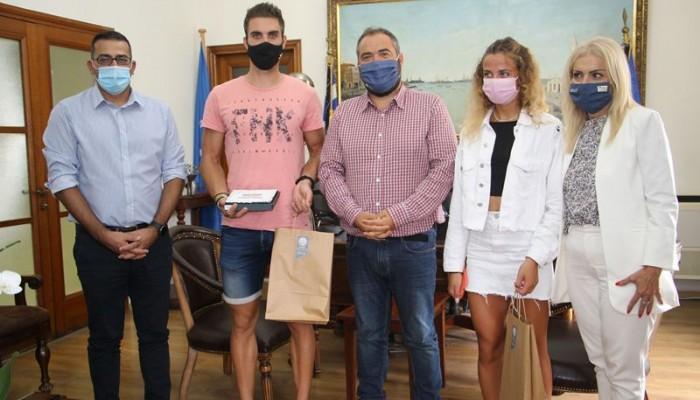 Στο Δημαρχείο Χανίων ο Χρυσός Ολυμπιονίκης της κωπηλασίας, Στέφανος Ντούσκος