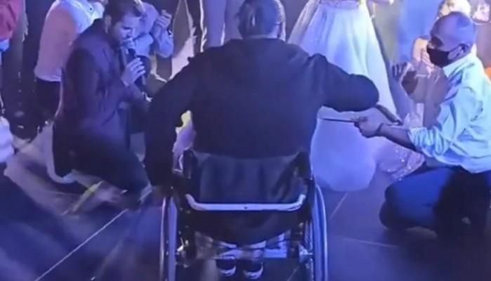 Αστυνομικός χορεύει ζεϊμπέκικο με αμαξίδιο και συγκινεί