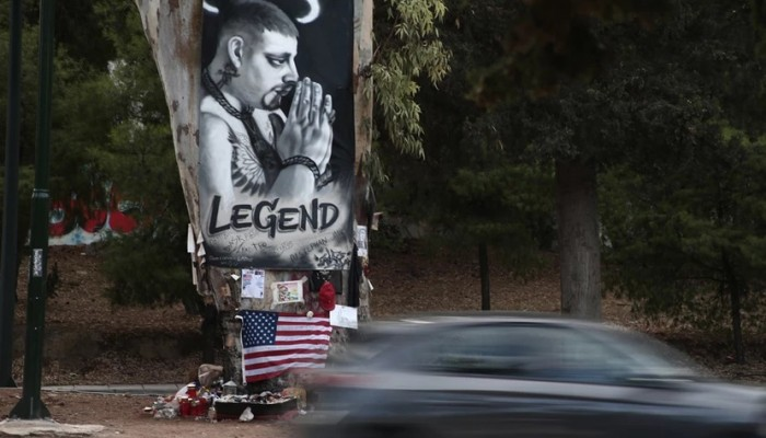 Mad Clip: To πανό στο σημείο που σκοτώθηκε – Η εικόνα του τράπερ με φωτοστέφανο