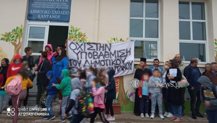 Κάντανος: Κατέλαβαν το σχολείο γονείς διαμαρτυρόμενοι για τη συγχώνευση του δημοτικού τους