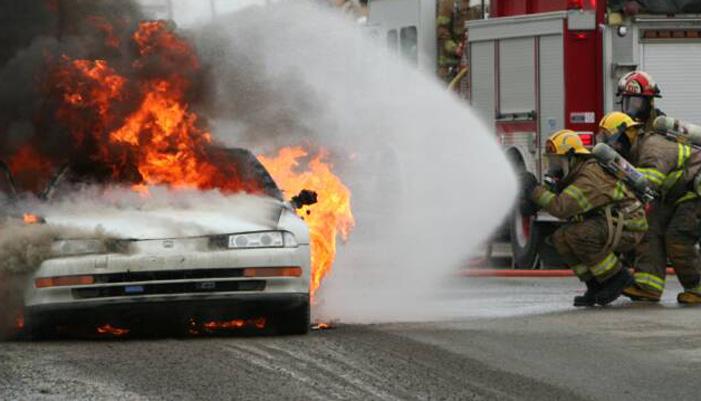 Παρανάλωμα του πυρός έγινε αυτοκίνητο στον Άγιο Μηνά - Flashnews.gr