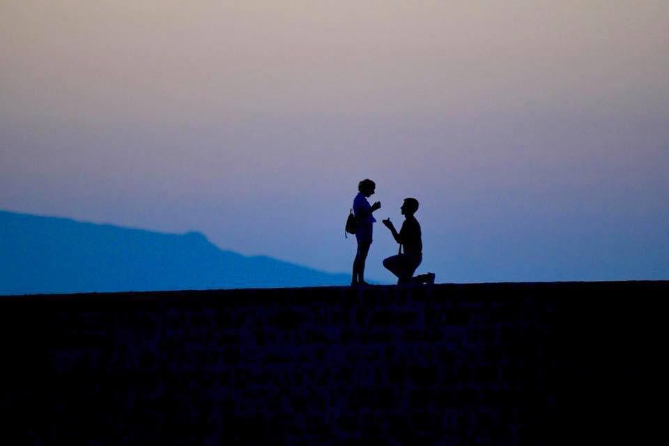 Η ρομαντική στιγμή πρότασης γάμου στο ενετικό λιμάνι Χανίων (φωτο) a02d4acbb87
