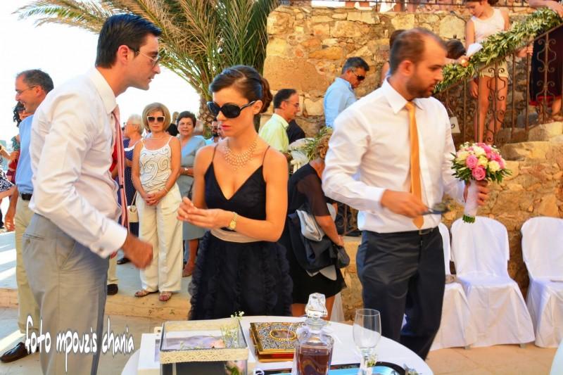 Για πρώτη φορά γάμος στον Αγ.Νικόλαο του λιμενοβραχίονα των ... 7559dbd5ec0