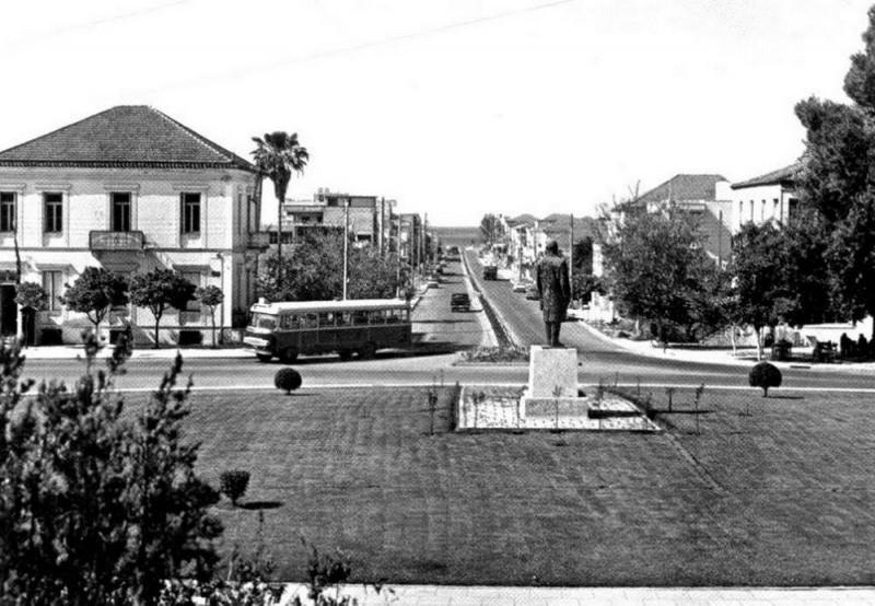 Площадь перед зданием суда (в настоящее время пл. Элефтериас - перев. с греч. пл. Свободы)