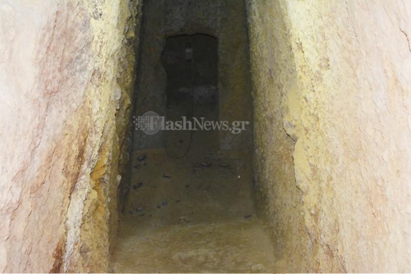 Древняя гробница в подвале дома в Ханье