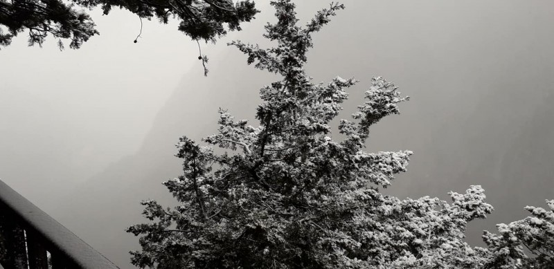 Заснеженные плато Аскифу и Омалос