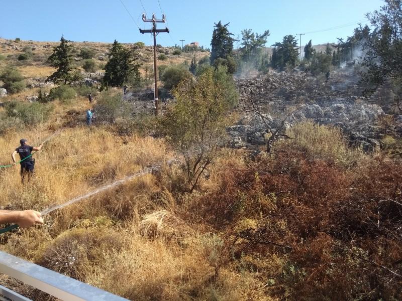 fotiavasilopoulonea-13 Πυρκαγιά στα Χανιά από έκρηξη σε κολώνα ΔΕΗ